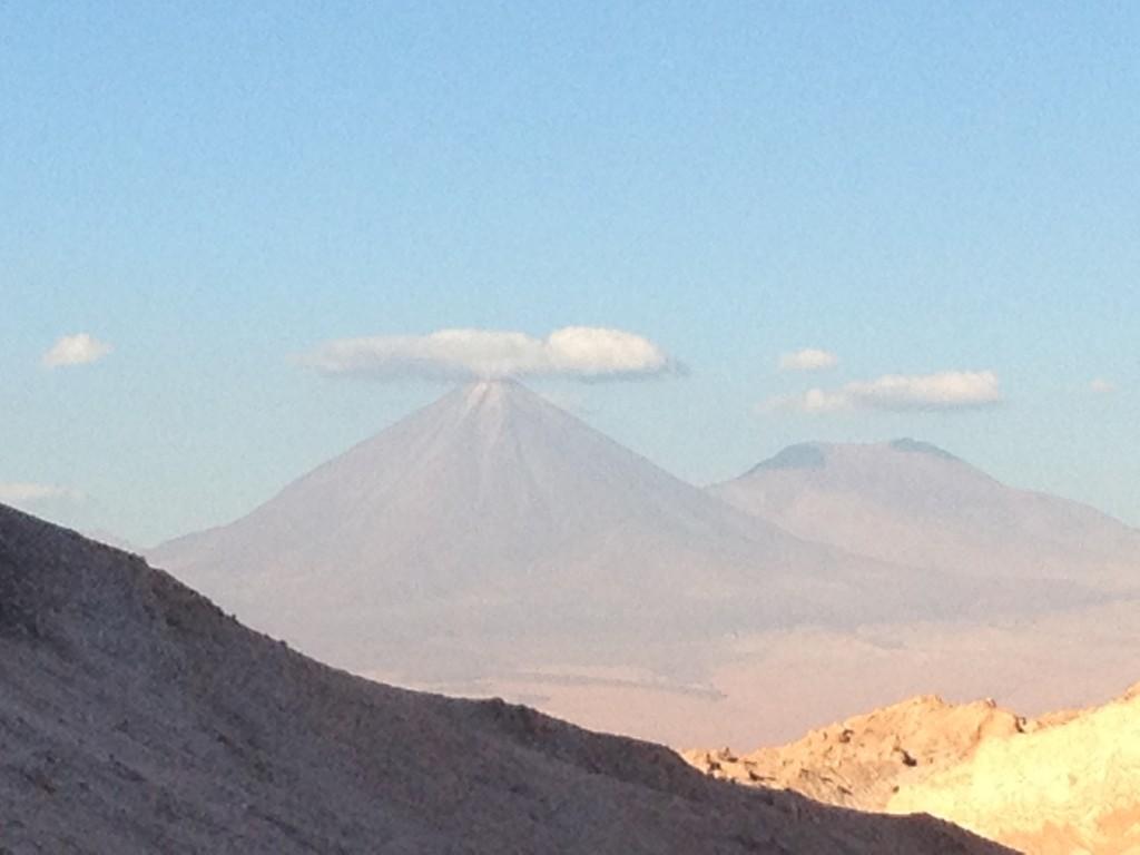El Volcan Licancabur - Nuestro nuevo amigo nos observa.