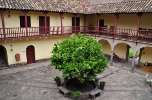 Bello patio colonial en Casona de Yucay