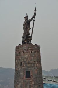 Estatua de Rey Inka a la entrada de Cuzco