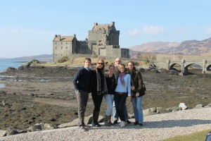 Foto de grupo en Eilean Donan Castle.