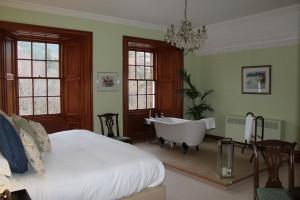 Una de las habitaciones dentro de las Suites, ¡tenemos hasta bañera!