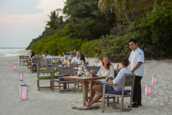 010-sf-soneva_fushi_by_the_beach_restaurant2_by_richard_waite